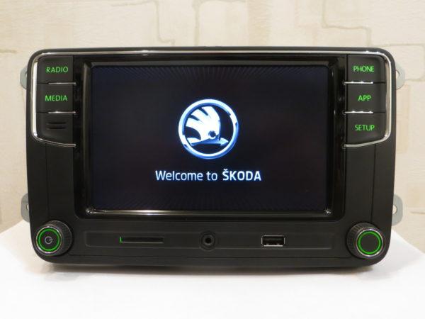 RCD 330 plus 6RD 035 187B SKODA - CARPLAY с зеленой подсветкой заставка Шкода